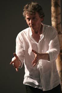 Jonathan Tindle in Maud - The Madness (© Gerry Goodstein)