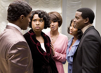 Jamie Foxx, Jennifer Hudson, Beyoncé Knowles, Anika Noni Rose,and Keith Robinson in Dreamgirls(© Paramount Pictures)