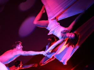 A scene from AntiGravity: The 2007 Tour