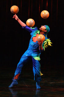A performer from Varekai
