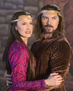 Rachel de Benedet and Lou Diamond Phillips