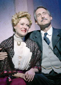 Donna English and Gregg Edelman  in Meet Me in St. Louis (© Gerry Goodstein)