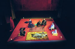 The company of Peter Brook's Hamlet(Photo: Pascal Victor)