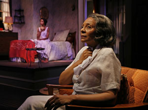 Leslie Uggams (foreground) and Yaya DaCosta