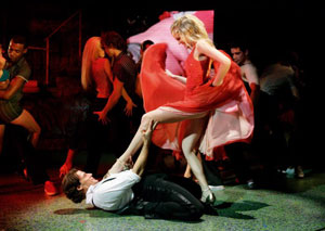 A scene from the London production of Dirty Dancing (© David Scheinmann)