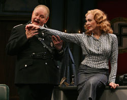Michael McCarty and Jan Maxwell in To Be or Not to Be (© Joan Marcus)