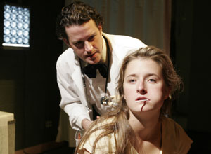 Peter O'Connor and Grace Gummer in