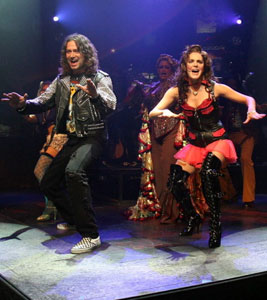 Constantine Maroulis and Kelli Barrett in Rock of Ages (© Joan Marcus)
