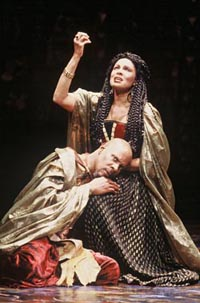 Avery Brooks and Petronia Paleyin Oedipus the Kingat The Shakespeare Theatre(Photo: Carol Rosegg)