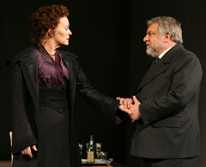 Sinead Cusack and Simon Russell Beale in The Cherry Orchard (© Joan Marcus)