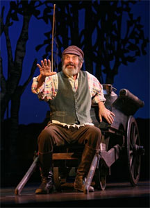 Chaim Topol in Fiddler on the Roof (© Joan Marcus)