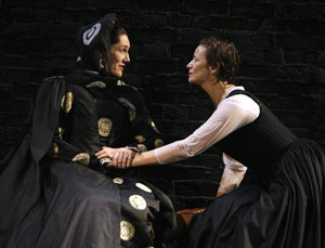 Harriet Walter and Janet McTeer in Mary Stuart