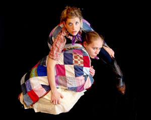 Cotton Wright and Christina Shipp in Bird House (© Marcus Woollen)