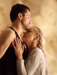 Dominic Cooper and Helen Mirren in Phedre (© Catherine Ashmore)