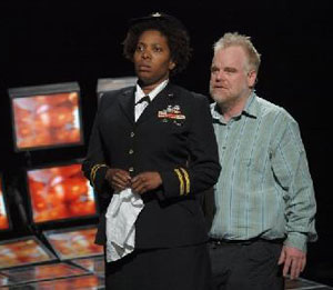Saidah Arrika Ekulona and Philip Seymour Hoffmanin Othello