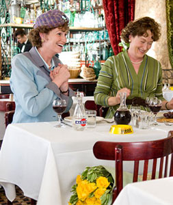 Jane Lynch and Meryl Streep in Julie & Julia