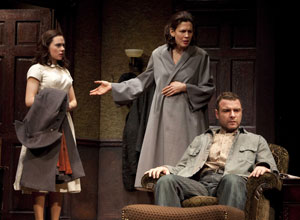 Scarlett Johansson, Jessica Hecht, and Liev Schreiber