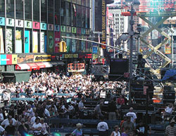 Broadway on Broadway gums up Times Square,but has the courtesy to do it on a Sunday afternoon(Photo: Kenneth Blauvelt and Bruce Glikas)