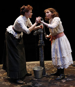 Alison Pill and Abigail Breslin