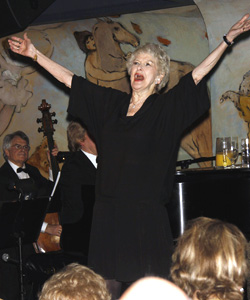 Elaine Stritch performing at the Carlyle