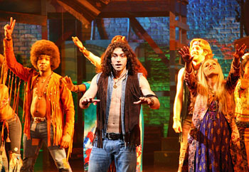 Ace Young and the company of Hair (© Tristan Fuge)