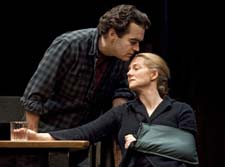 Brian d'Arcy James and Laura Linney in Time Stands Still (© Joan Marcus)