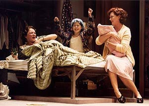Linda Lavin, Sara Niemietz, andMichele Pawk in Hollywood Arms