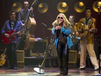 Melissa Etheridge with cast members from Million Dollar Quartet