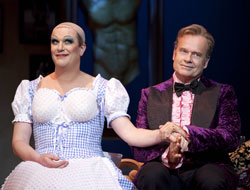 Douglas Hodge and Kelsey Grammer in La Cage Aux Folles (© Joan Marcus)