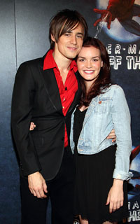 Reeve Carney and Jennifer Damiano (© Tristan Fuge)