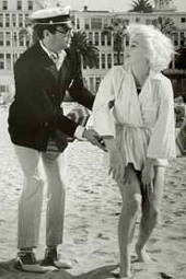 Curtis with Marilyn Monroe inthe film Some Like It Hot