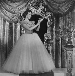 Julie Andrews in the 1957 version ofRodgers and Hammerstein's Cinderella