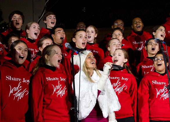 Kristin Chenoweth and the Young People's Chorus of New York