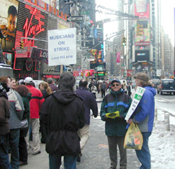 Members of Local 802 and unions sympathetic totheir cause picketing in Duffy Square this weekend(Photo: © Matthew Murray)