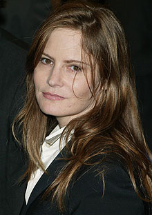 Jennifer Jason Leigh