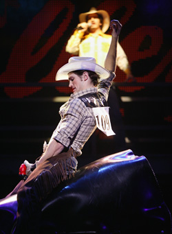 Matt Cavenaugh (on the mechanical bull)and Mark Bové (with the microphone)in Urban Cowboy(Photo: ©Paul Kolnik)