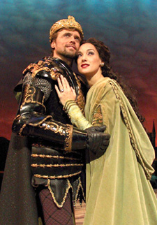 How to handle a woman:Brent Barrett and Glory Crampton in Camelot(Photo: © Jerry Dalia)