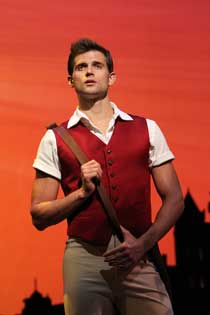 Kyle Dean Massey in Wicked (© Joan Marcus)