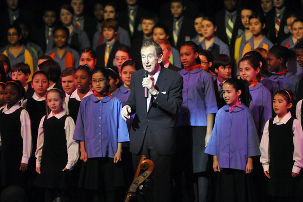 Bob McGrath and the Young People's Chorus of New York City (© Stephanie Berger)