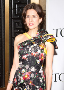 Jessica Hecht stars in