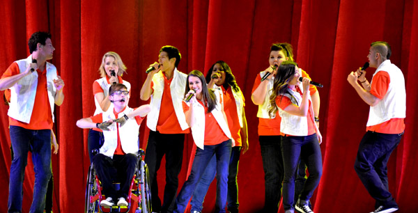 The company of Glee Live!