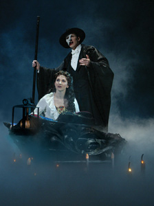 Hugh Panaro and Sara Jean FordinThe Phantom of the Opera (© Joan Marcus)