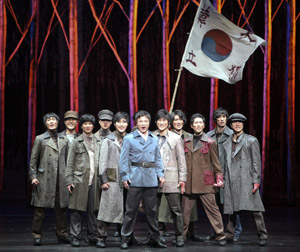 Sung Hwa Chung (center) and company