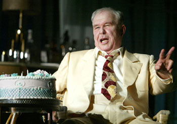 Ned Beatty in Cat on a Hot Tin Roof(Photo © Joan Marcus)