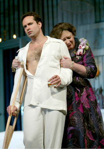 Jason Patric and Margo Martindalein Cat on a Hot Tin Roof(Photo © Joan Marcus)
