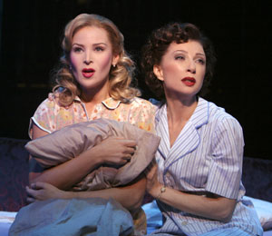 Jennifer Westfeldt and Donna Murphy in Wonderful Town(Photo © Paul Kolnik)