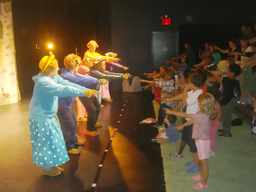 The cast of Berenstain Bears LIVE! with audience members