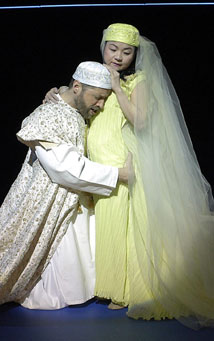 Tim Hopper and Julyana Soelistyoin Pericles(Photo &copy; Richard Termine)