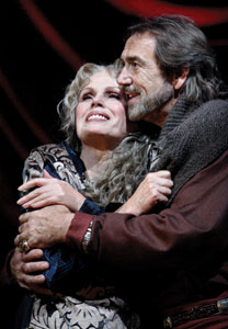 Joanna Lumley and Robert Lindsay