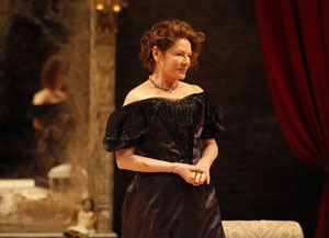 Dianne Wiest in The Cherry Orchard (© Carol Rosegg)